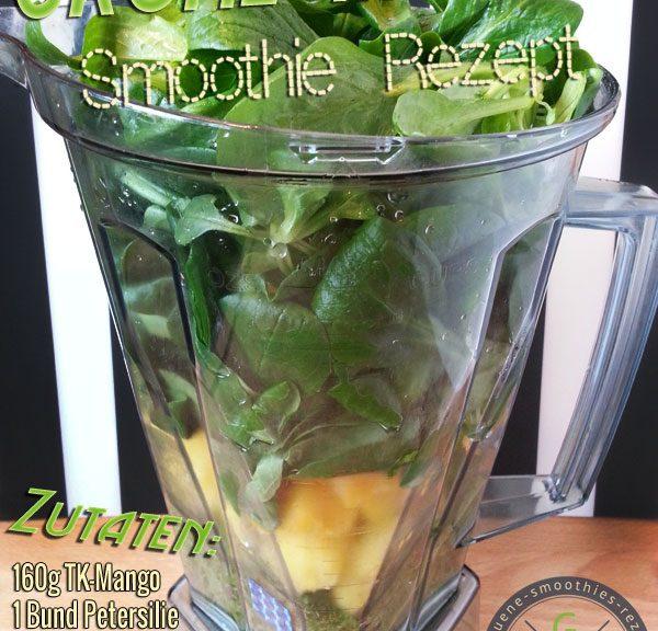 Grüner Smoothie mit Petsersilie, Feldsalat und Mango