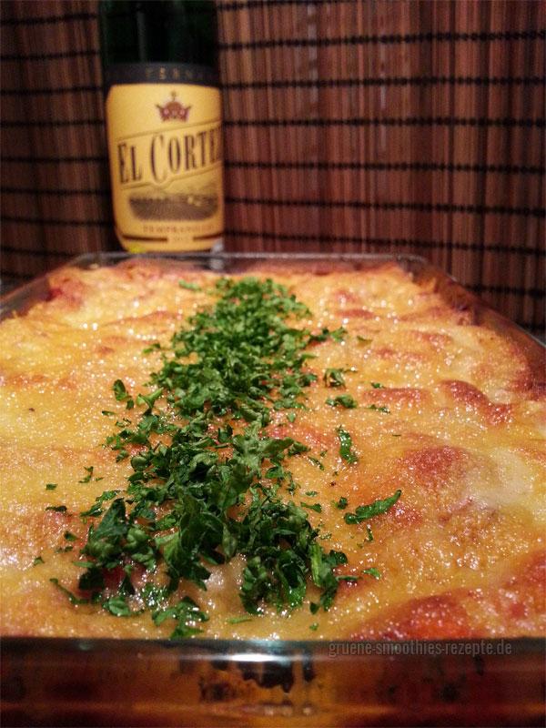 Wirsing-Lasagne mit veganer Rotwein-Dattel-Soja-Bolognese