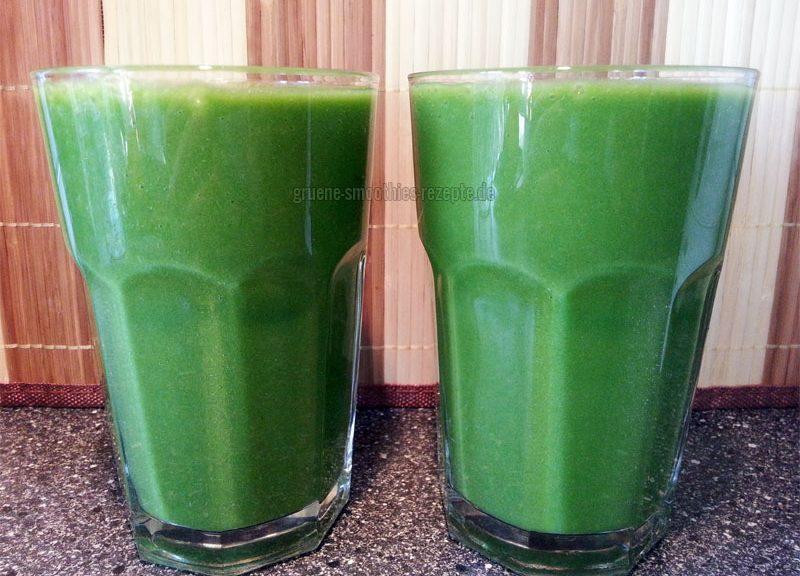 Vegan Fasten - Tag 11 - Grüne Smoothies mit Spinat, Sellerie, Banane, Mango und Zitrone
