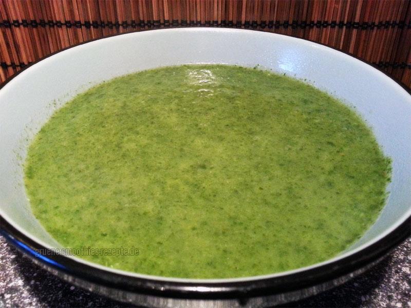 Vegan Fasten - Tag 3 - Spinat-Zucchini-Suppe mit Petersilie