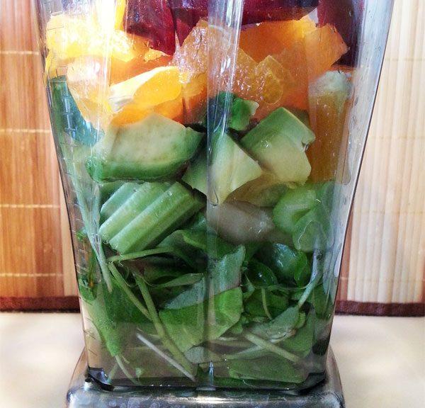 Vegan Fasten - Tag 4 - Grüner Smoothie mit Postelein, Banane, Avocado, Stangensellerie, Orange, Zitrone und Rote Bete