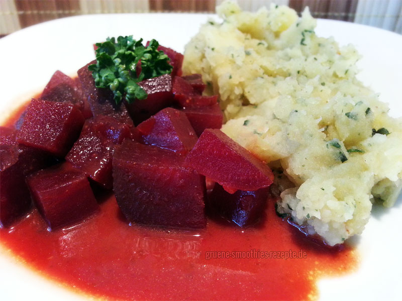Vegan Fasten - Tag 4 - Rote Bete in Kokos-Curry-Sosse mit einem Kartoffel-Pastinaken-Püree