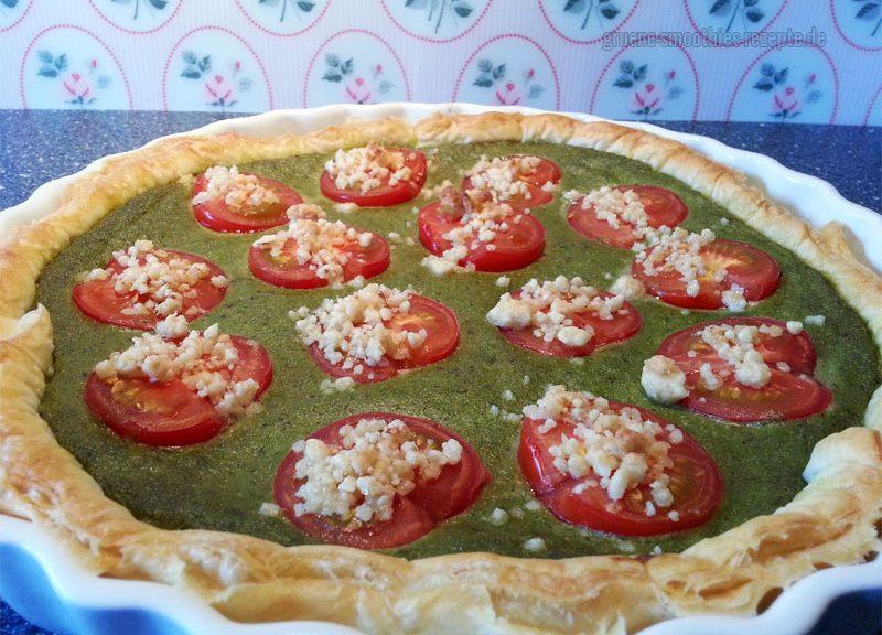 Bärlauchquiche mit Blätterteig und Tomaten