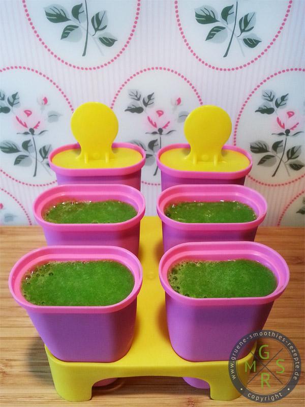 Grüne Smoothies Pops - Zutaten: Spinat, Mango, Banane, Datteln, Zitronensaft und Wasser