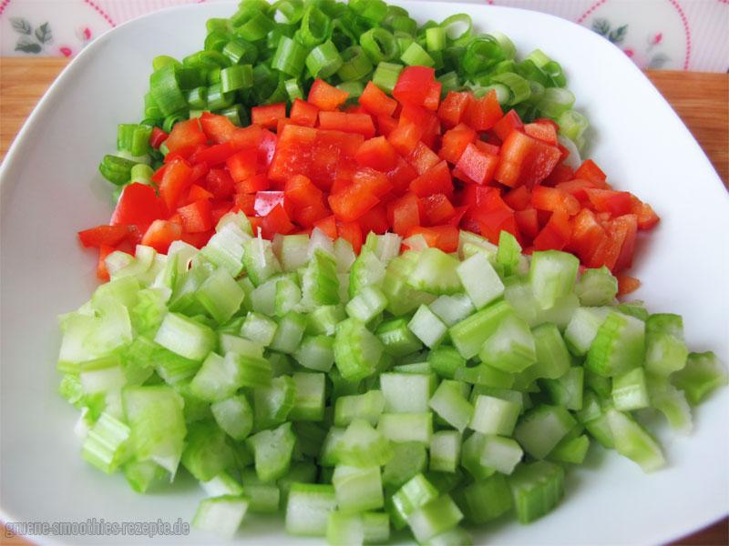 Gemüse Für den veganen Nudelsalat mit Mandel-Mayonnaise