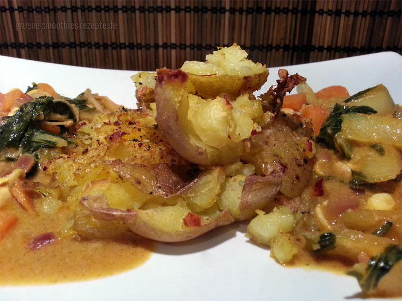 Die Crash Hot Potatoes mit einem Curry aus unserem restlichen Gemüse