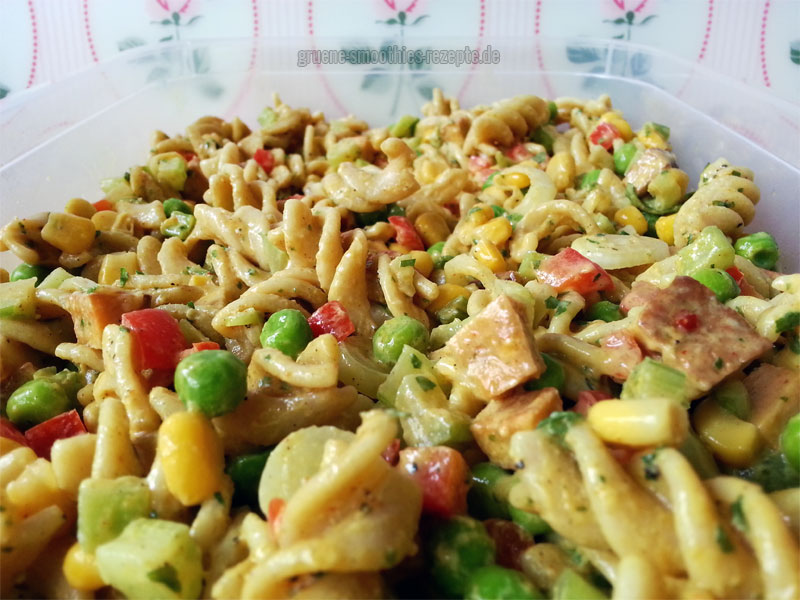 Veganen Nudelsalat mit Mandel-Mayonnaise
