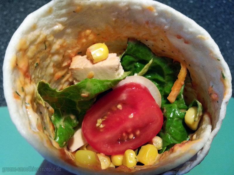 Yammie - Sich die veganen Wraps mit Ajvar, der Knoblauchsoße, dem Gemüse, dem Salat und dem Räuchertofu gut schmecken lassen :)
