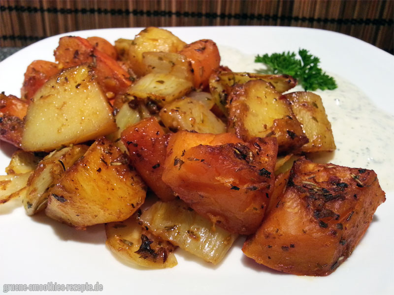 Ofengemüse mit Hokkaido-Kürbis, Kartoffeln, Zwiebeln, Möhren und Fenchel