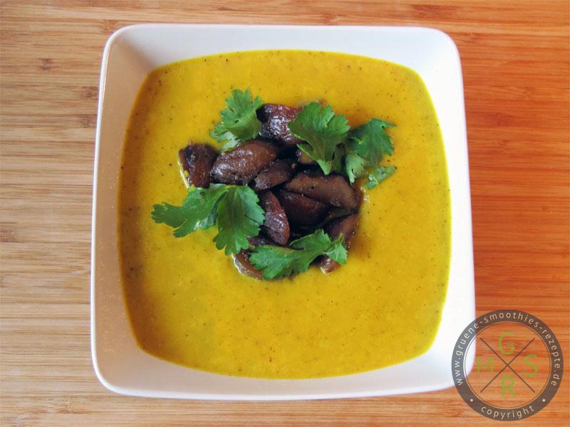 Yammie - Die pikante Senf-Curry-Suppe mit Maronen-Koriander-Topping ist nun fertig. Lasst es euch gut schmecken :)