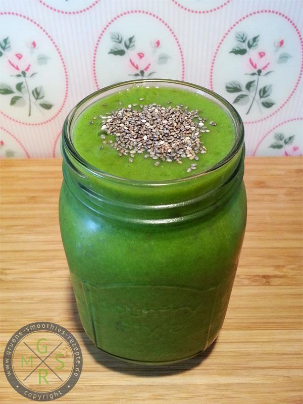 Grüner Smoothie mit grünem Tee, Stangensellerie, Petersilie, Trauben und Mango - Der Wachmacher :)