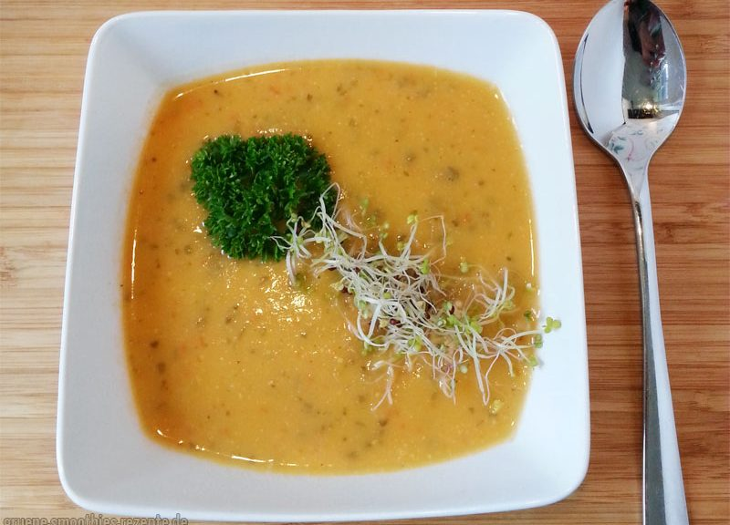 Die Paprika-Sellerie-Suppe mit Kokosmilch - Passt herrlich gut in der Herbst :)