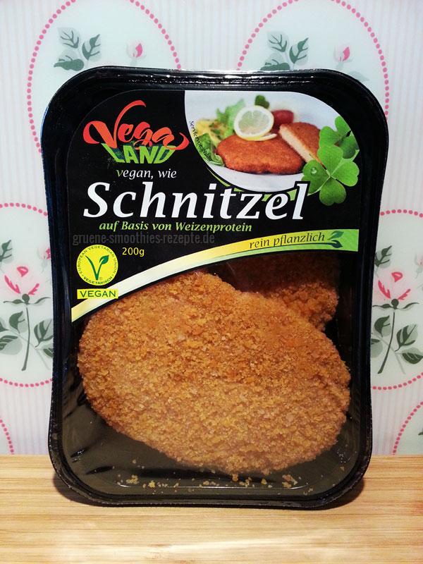 Vegane Schnitzel von der Firma VegaLand. Wir haben sie im Rewe gefunden und für lecker befunden :)