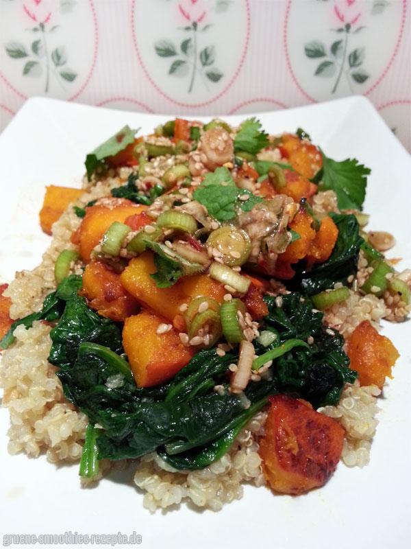 Gebratener Hokkaido-Kürbis mit Soja-Sesam-Marinade auf einem Quinoa-Spinat-Bett - Leeecker :)