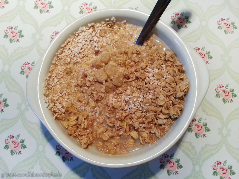 Knusper Müsli mit Amaranth, Krunchy Pur (Amaranth), Hafer Kleie (Knusper) und Rice-Coconut-Drink