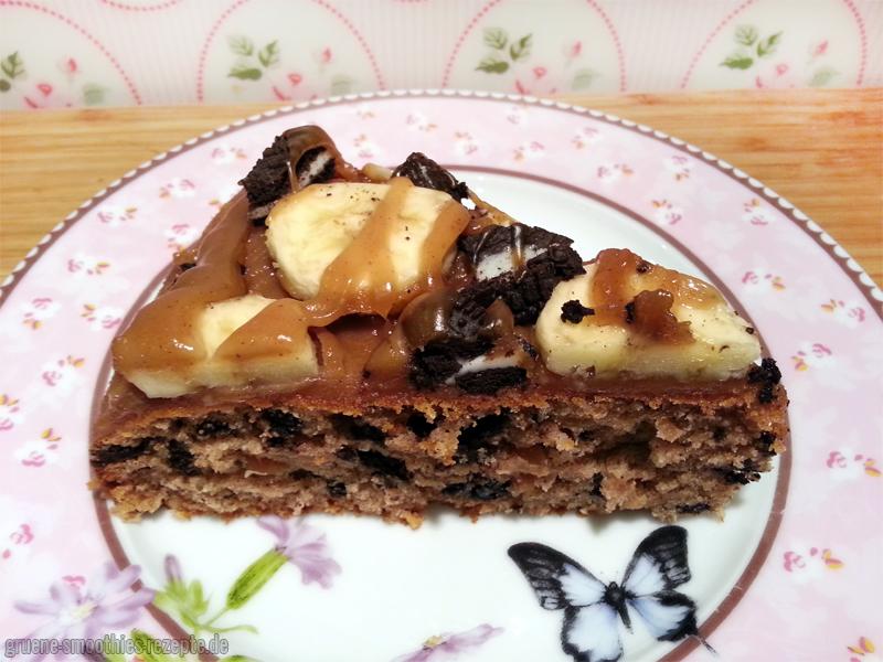 Ein Stückchen vom veganen Oreo-Bananen-Kuchen mit Erdnussbutter-Topping gefällig? :)