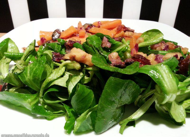 Yammie - Der leckere Feldsalat mit einem Möhren-Nuss-Dattel-Topping