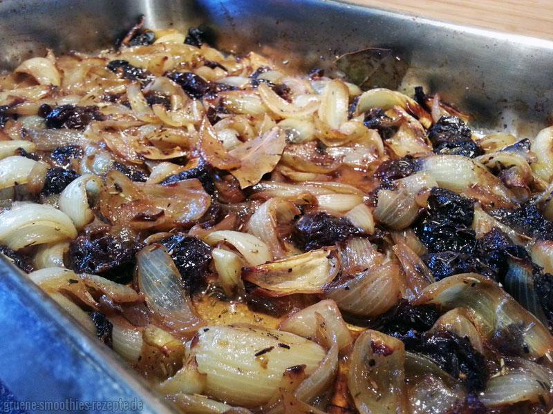 Gebackenes Zwiebel-Pflaumen-Gemüse
