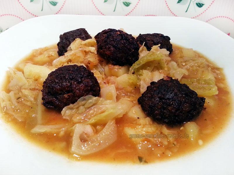 Der Wirsingeintopf mit Kartoffeln, roten Linsen und vegane Hackbällchen von Vegetaria