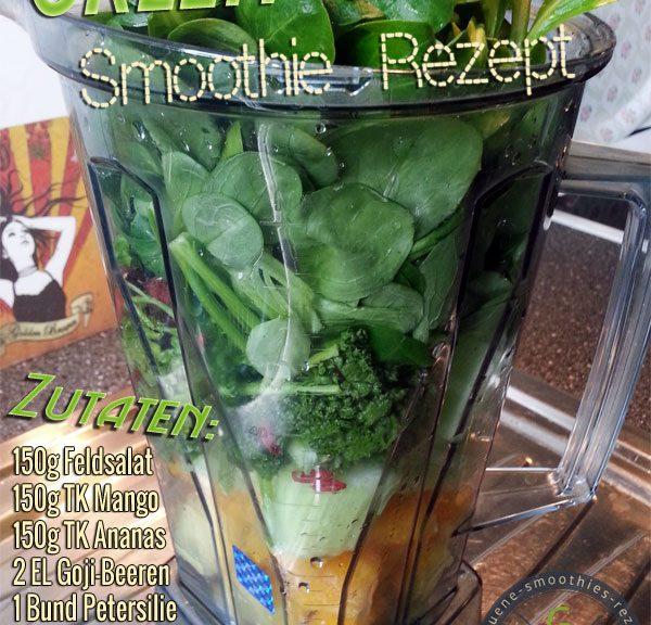 Grüner Smoothie mit Goji-Beeren, Feldsalat, Petersilie Stangensellerie, Mango und Ananas