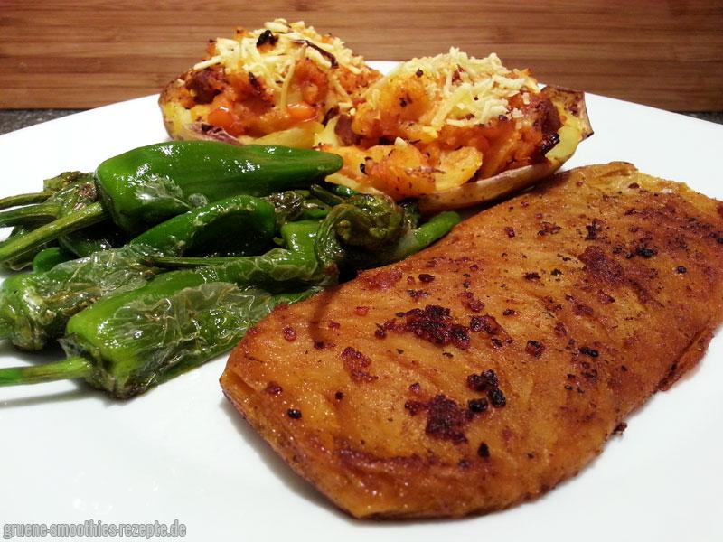 Veganes Natur-Filet-Steak von Like-Meat mit Pizzakartoffeln und feurigen Pimientos