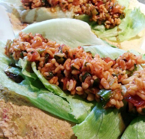 Yammie - Der vegane türkische Bulgursalat (Kisir) schmeckt auch supergut in Wraps :)