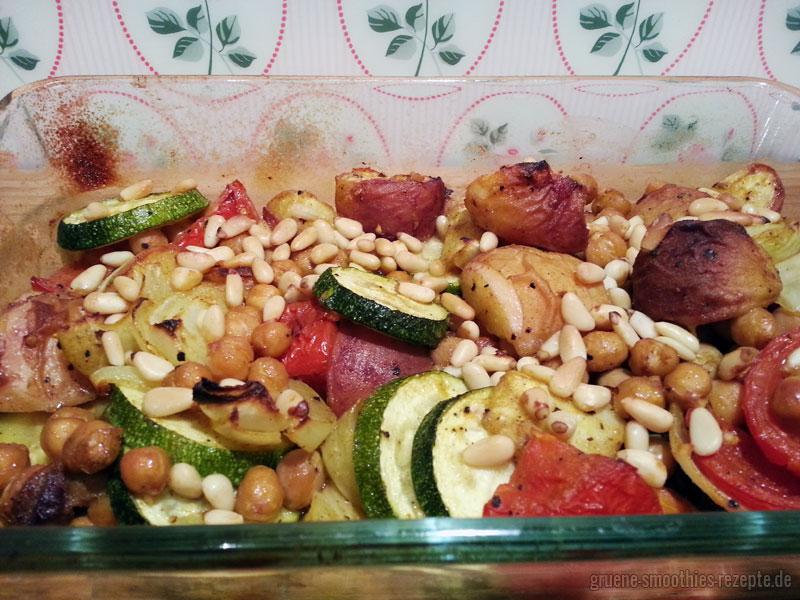 Das würziges Pfirsich-Gemüse aus dem Backofen ist eine tolle Beilage zu Grillgerichten. Yammie!