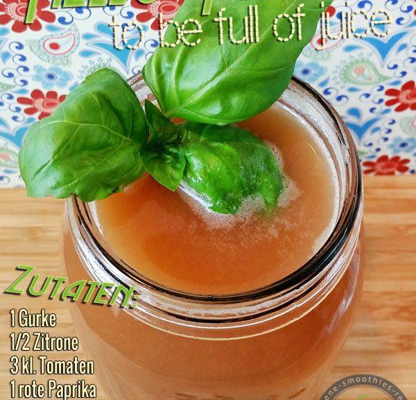Kaltgepresster Saft aus Gurke, Zitrone, Weintrauben, Tomaten-Trauben-Saft