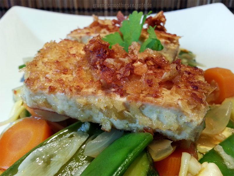"""Durch das Panko-Mehl und die Coconut Chips """"Hot Chili"""", erhält der Tofu eine schöne exotische Schärfe :)"""