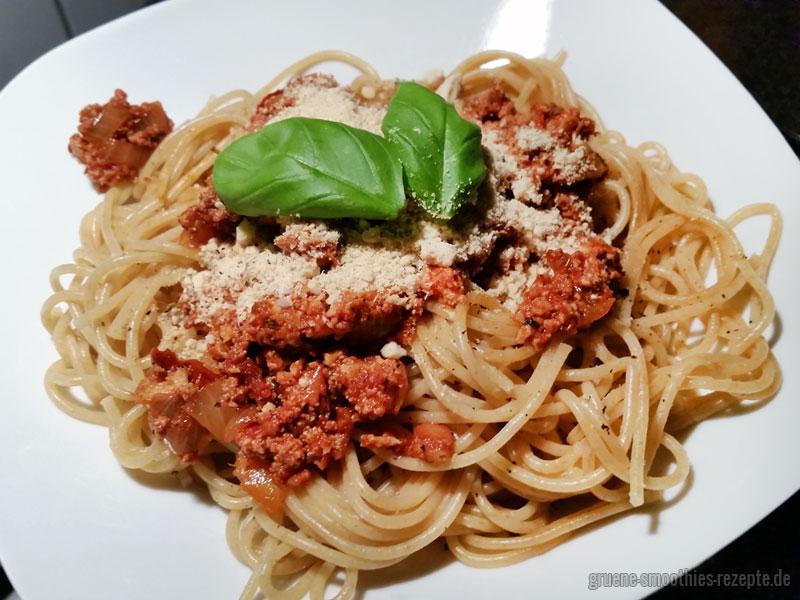 Soulfood a la Mrs. Smoothies: Tofu-Bolognese mit Spaghetti
