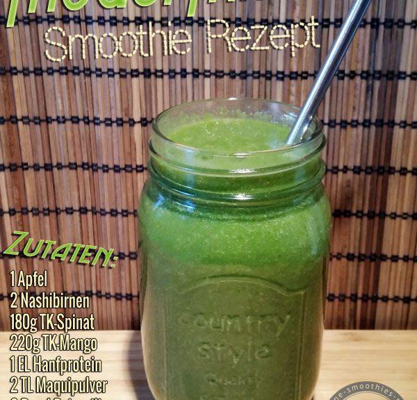 Grüner Smoothie mit Maquipulver, Hanfprotein, Petersilie, Spinat, Apfel, Nashibirne und Mango