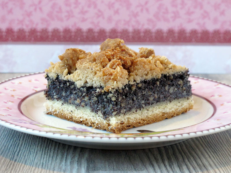Der polnische vegane Mohn-Streusel-Hefe-Kuchen schmeckt auch gut mit einem Klecks Schlagfix :)