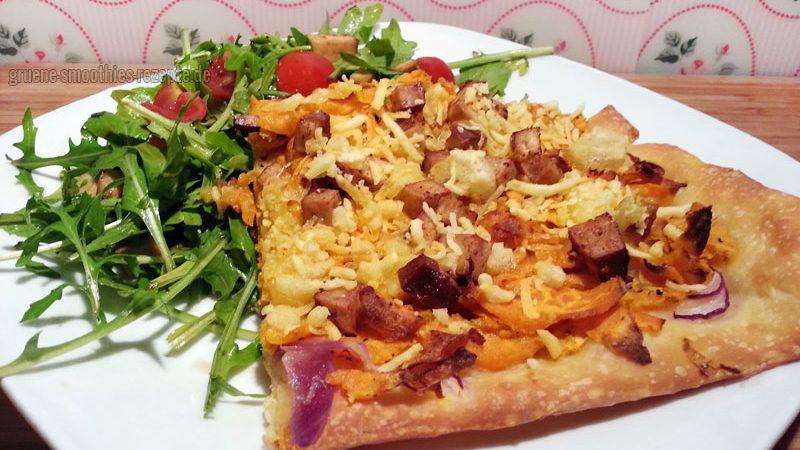 Die vegane Pizza mit Süsskartoffeln, Räuchertofu und Rucolasalat