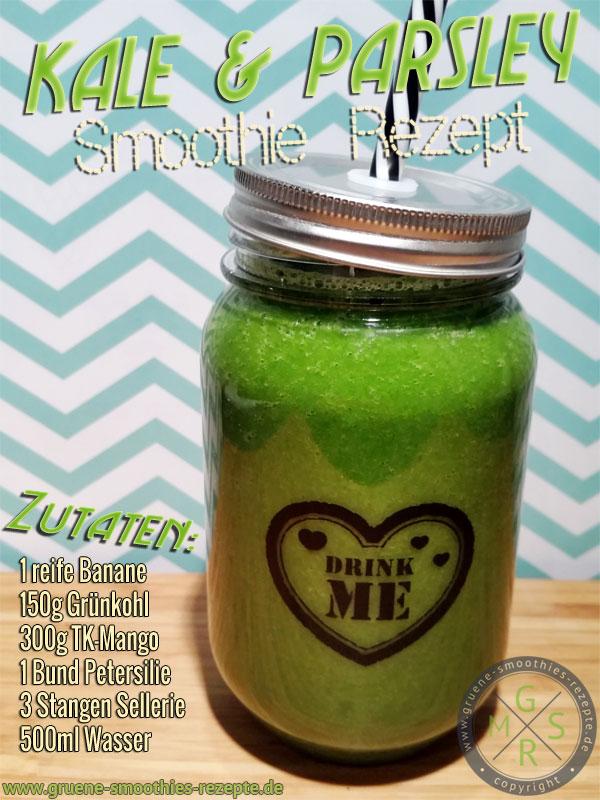 Grüner Smoothie mit Grünkohl, Petersilie, Sellerie, Mango und Banane