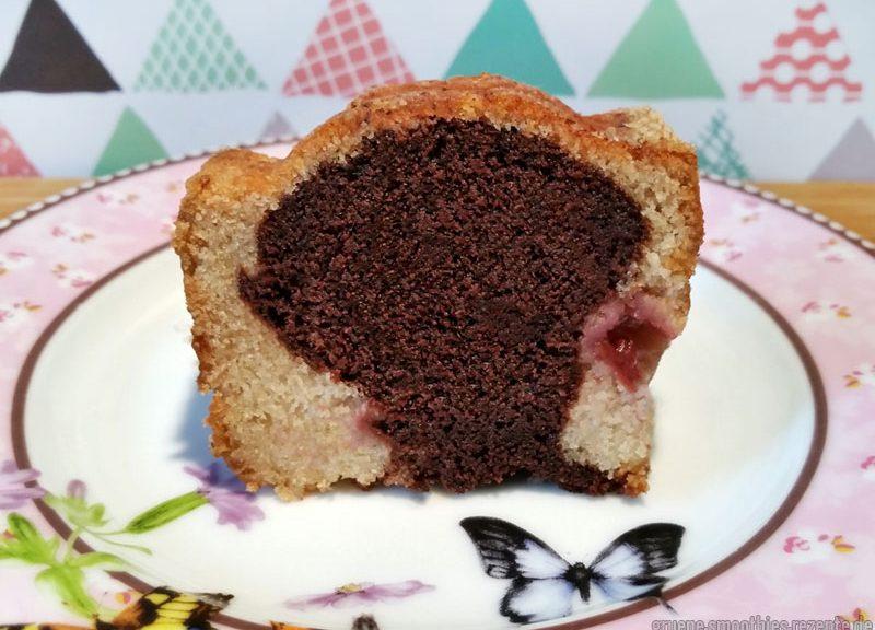 Der vegane Marmorkuchen mit Kirchen schmeckt auch ohne Sahne meeeega lecker und super saftig :)