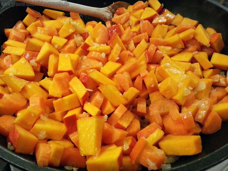 Vegane Lasagne - mit Hokkaido, Möhren und Zwiebeln